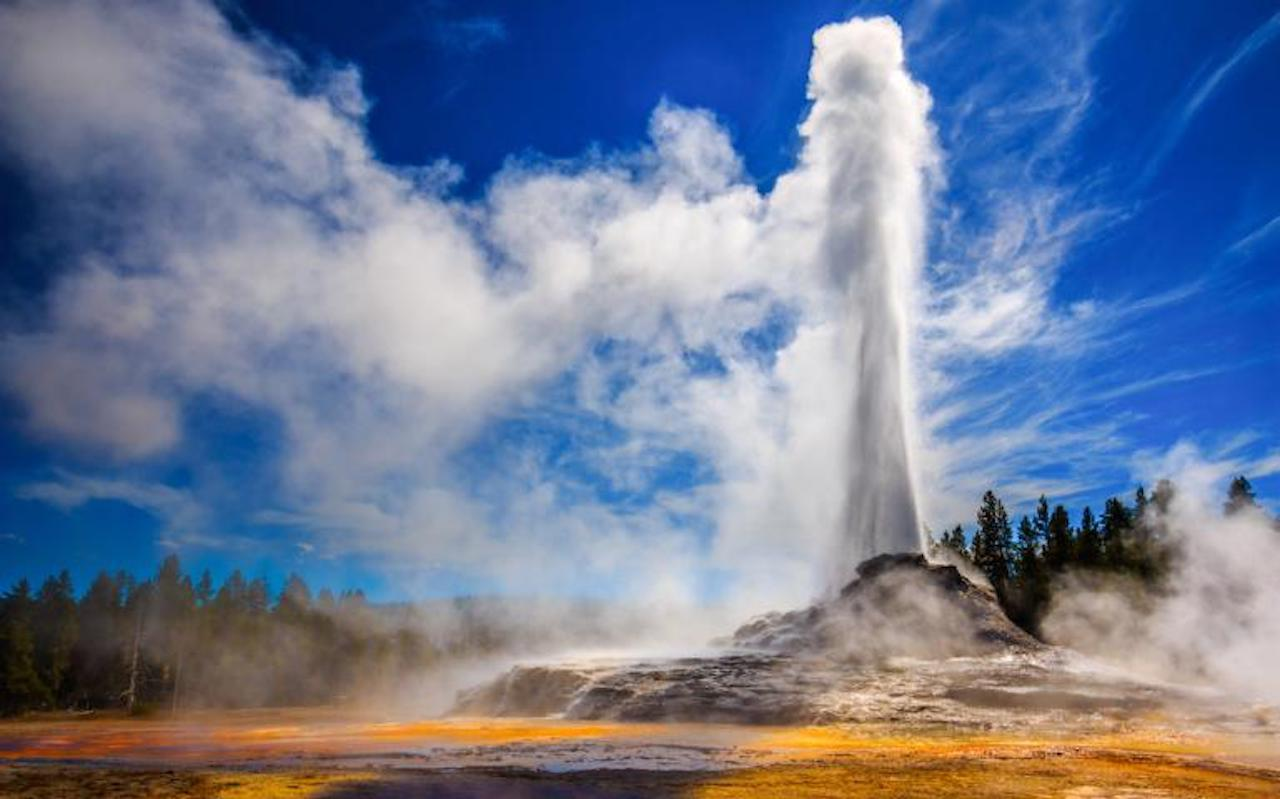 Erupting Geyser in the Yellowstone National Park.(Photo By Istock:Riishede)